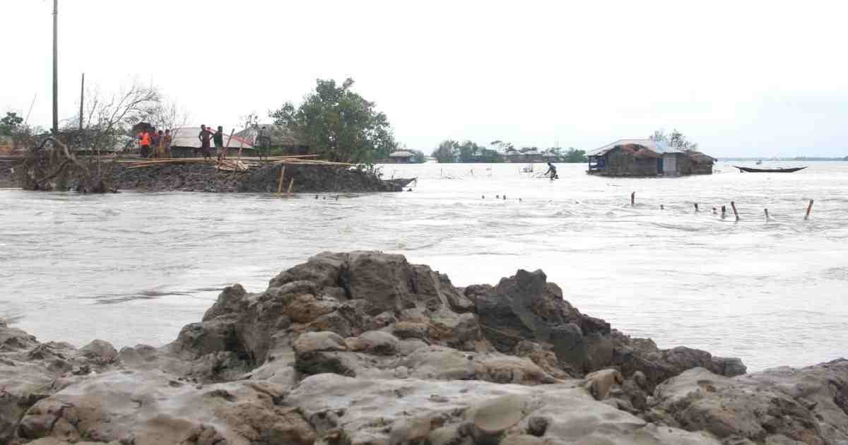 Prioritise embankment for protection of coastal population